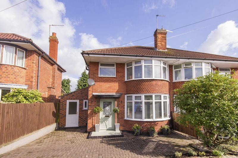 3 Bedrooms Semi Detached House for sale in LABURNUM GROVE, KINGSWAY