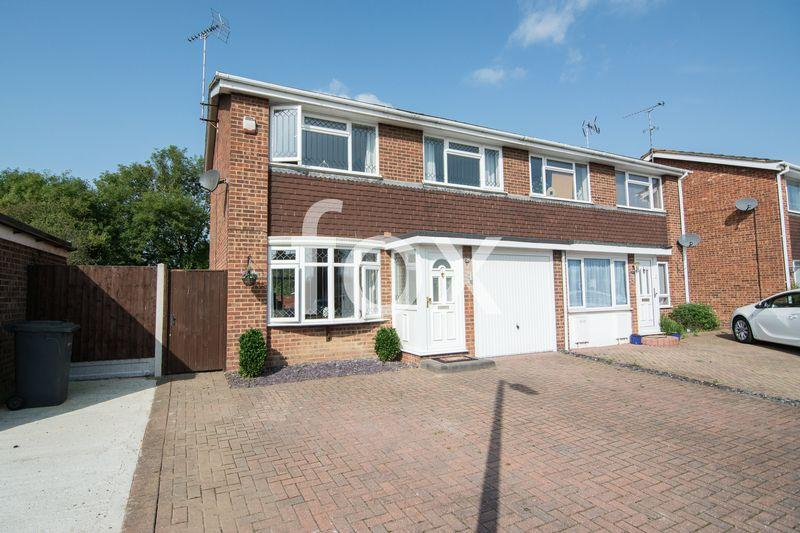 3 Bedrooms Semi Detached House for sale in Rectory Avenue, Ashingdon