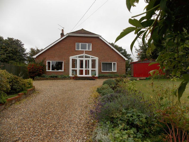 4 Bedrooms Chalet House for sale in Old Bury Road, Stanton