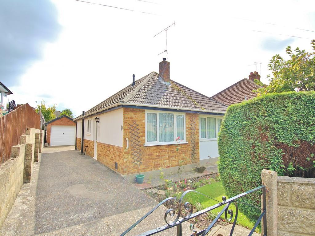 2 Bedrooms Detached Bungalow for sale in South Park Road, Wallisdown, Poole, BH12