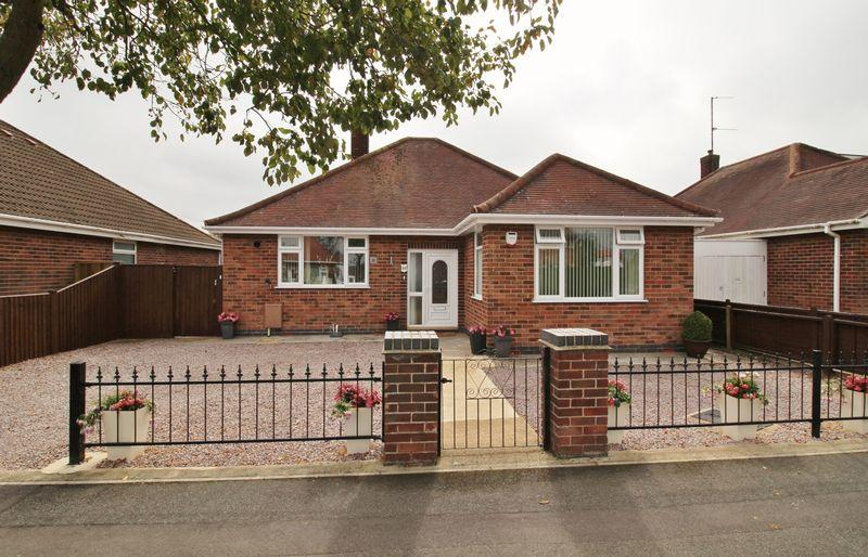 3 Bedrooms Bungalow for sale in Saxby Avenue, Skegness