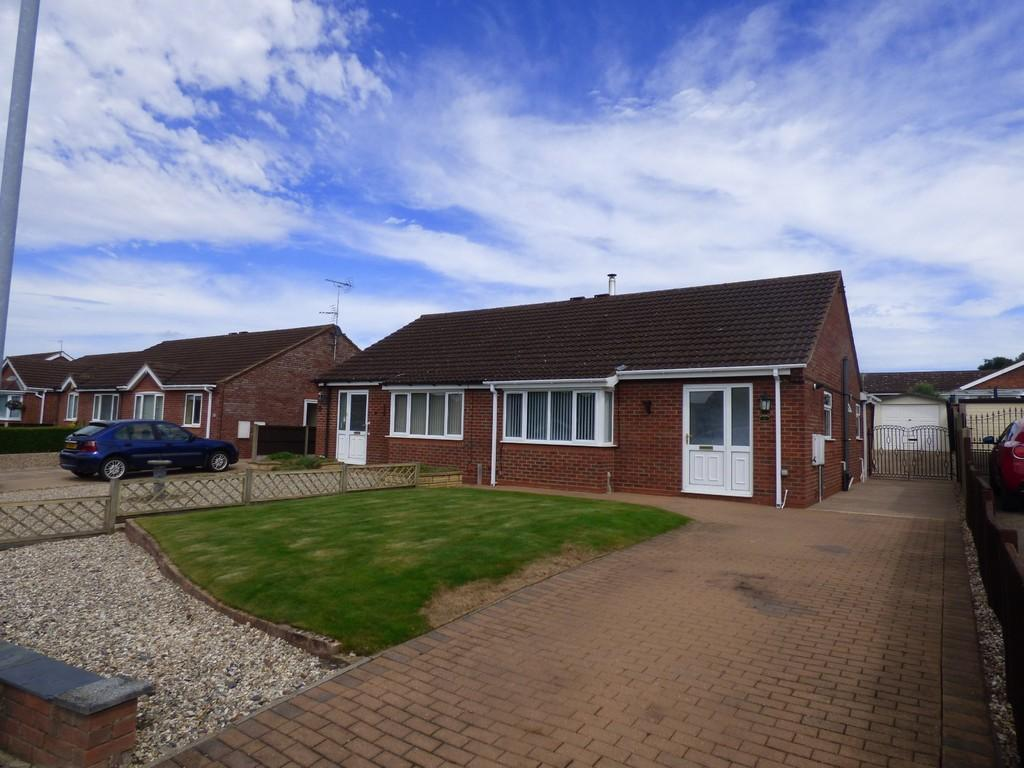 2 Bedrooms Semi Detached Bungalow for sale in Tennyson Close, Caistor