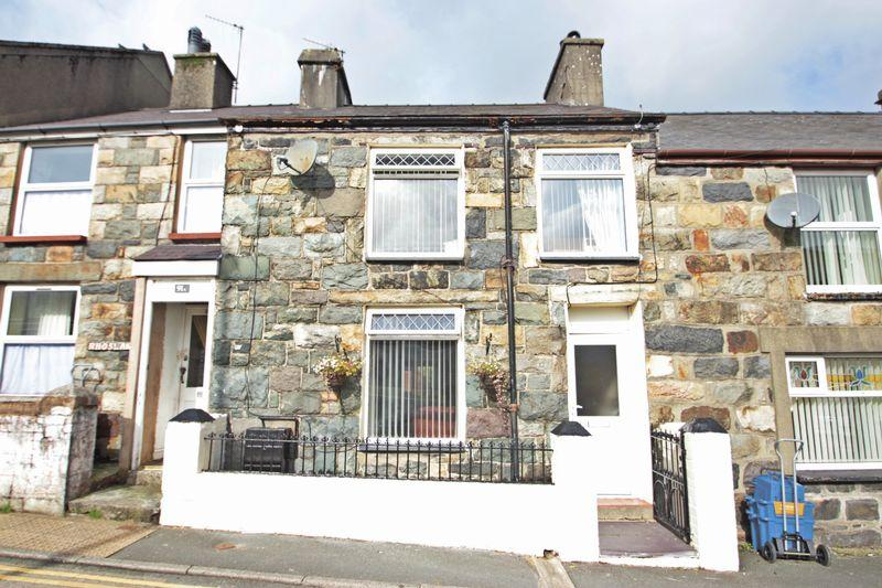 3 Bedrooms Terraced House for sale in Rhedyw Road, Caernarfon
