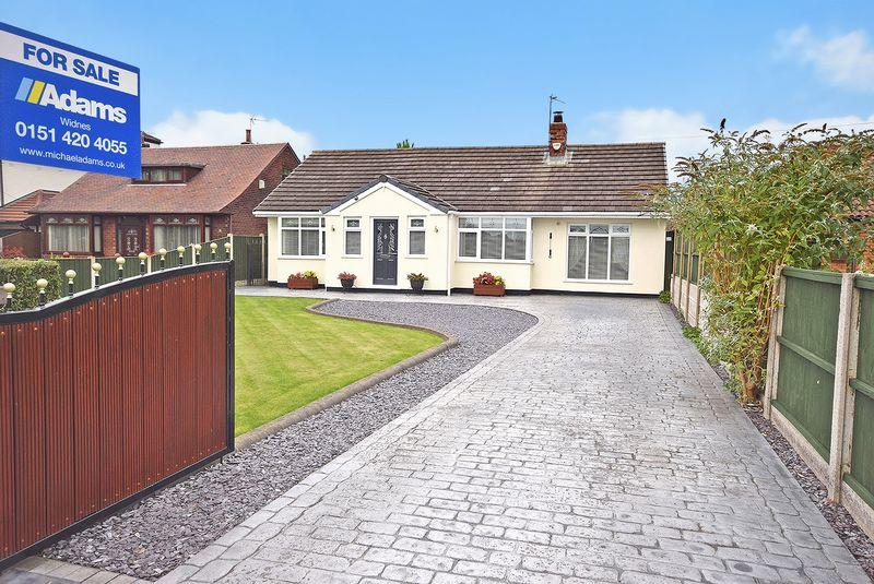 3 Bedrooms Detached Bungalow for sale in Hough Green Road, Widnes