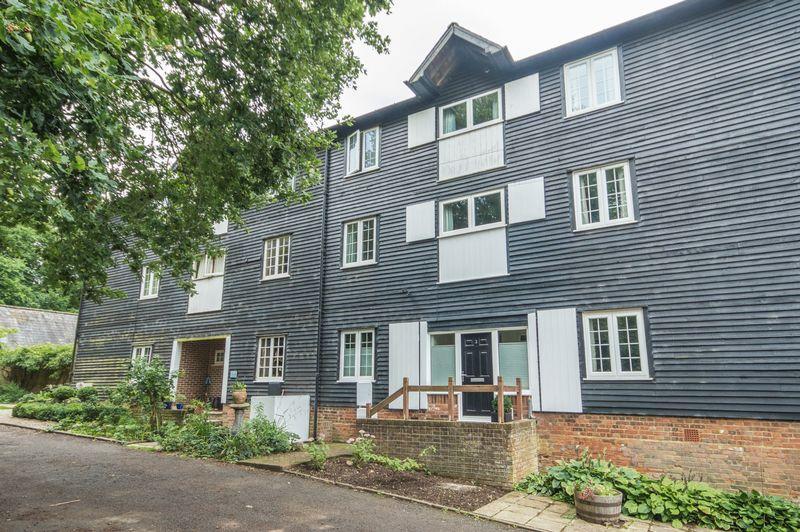4 Bedrooms Terraced House for sale in Upper Harbledown