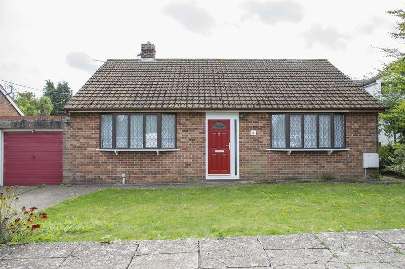 2 Bedrooms Detached Bungalow for sale in Mooreland Drive, Great Barton