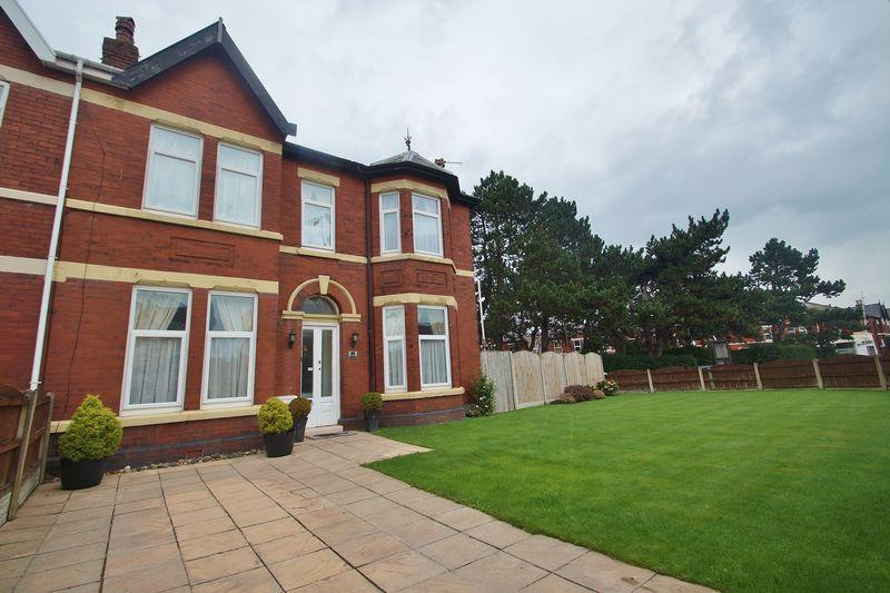 4 Bedrooms Semi Detached House for sale in Tithebarn Road, Southport