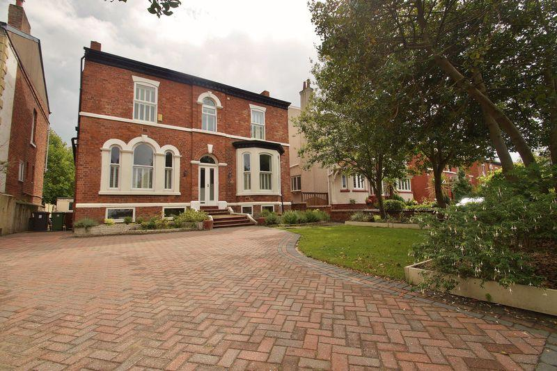 5 Bedrooms Detached House for sale in Part Street, Southport
