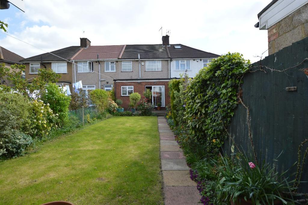 3 Bedrooms Terraced House for sale in Girton Avenue, Kingsbury, NW9