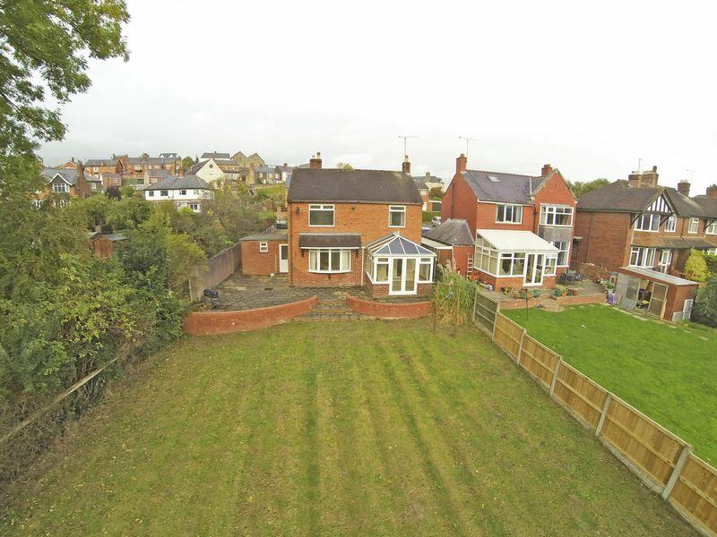 3 Bedrooms Detached House for sale in Plas Kynaston Lane, LL14