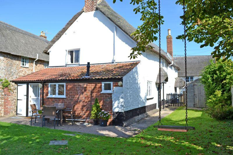 3 Bedrooms End Of Terrace House for sale in Church Street, Sidford, Sidmouth