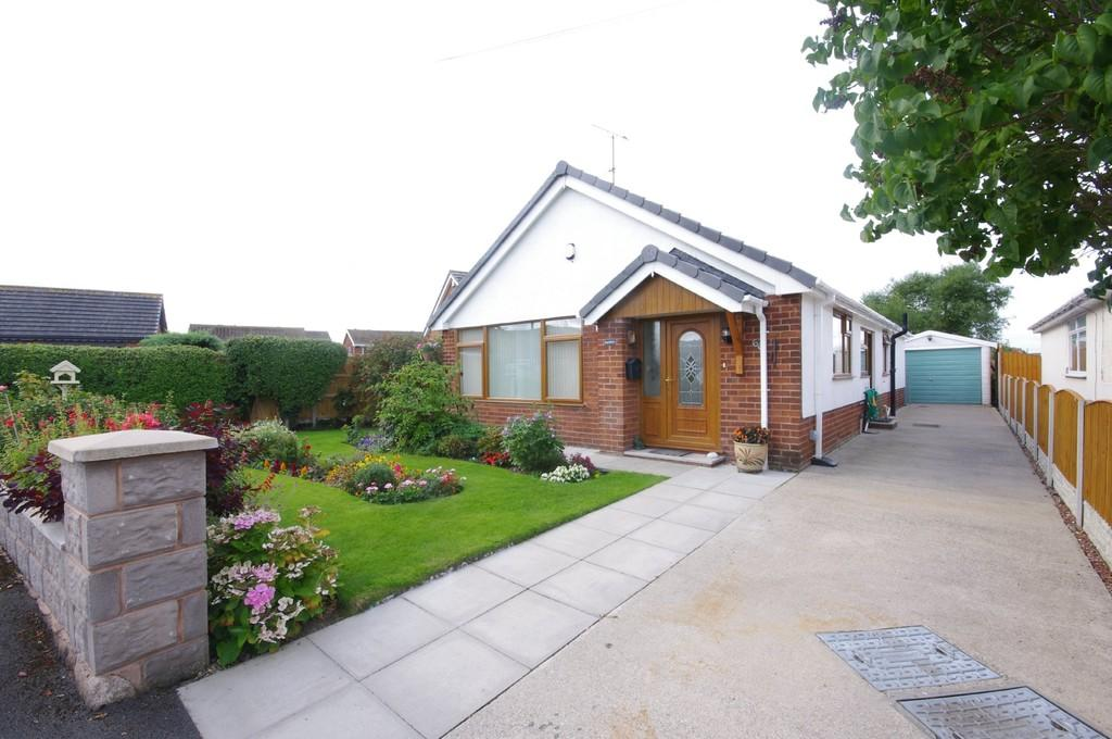3 Bedrooms Detached Bungalow for sale in Ffordd Penrhwylfa, Prestatyn