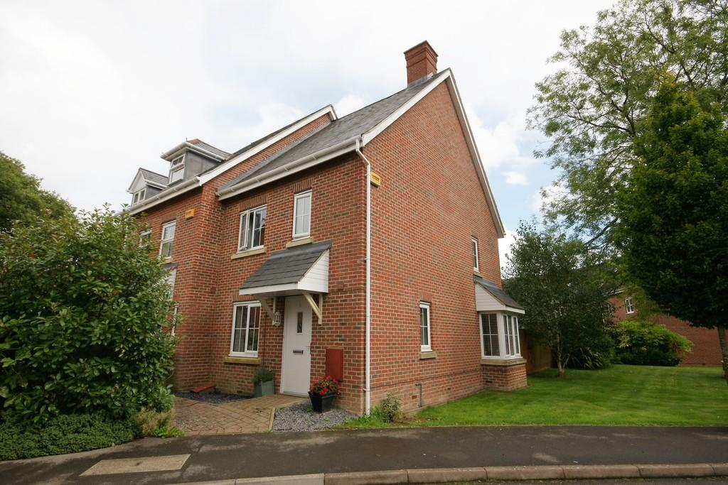 3 Bedrooms End Of Terrace House for sale in Goldcrest Way, FOUR MARKS, Hampshire