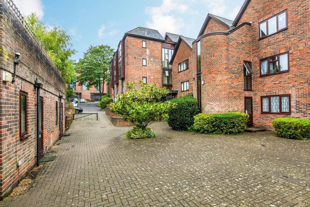 Studio Flat for sale in Staple Gardens, Winchester, SO23