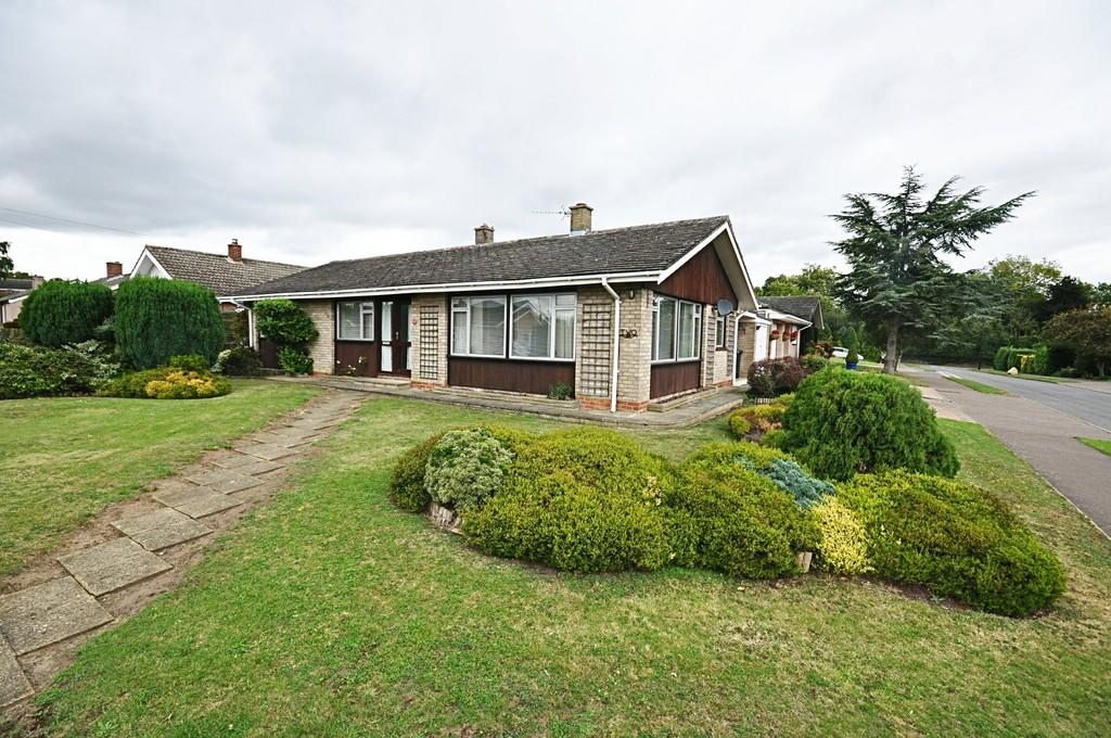 3 Bedrooms Detached Bungalow for sale in Sewells Close, Newton Flotman