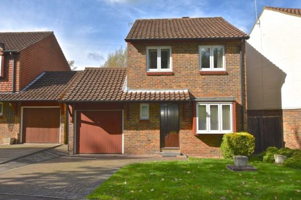 3 Bedrooms Detached House for sale in Bowyers Close, Ashtead, KT21