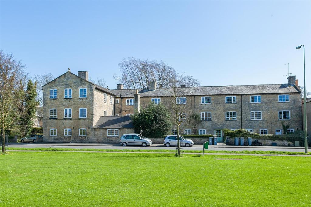2 Bedrooms Apartment Flat for sale in Woodgreen, Witney