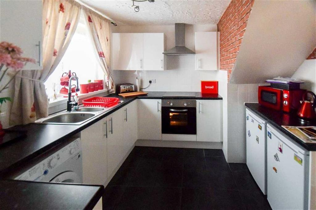 3 Bedrooms Terraced House for sale in Scampton Garth, Bransholme, Hull, HU7