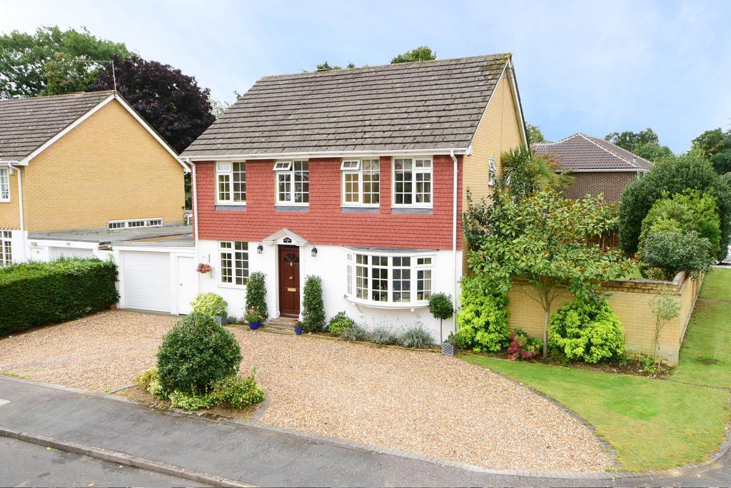 4 Bedrooms Detached House for sale in Pennington Drive, Weybridge KT13