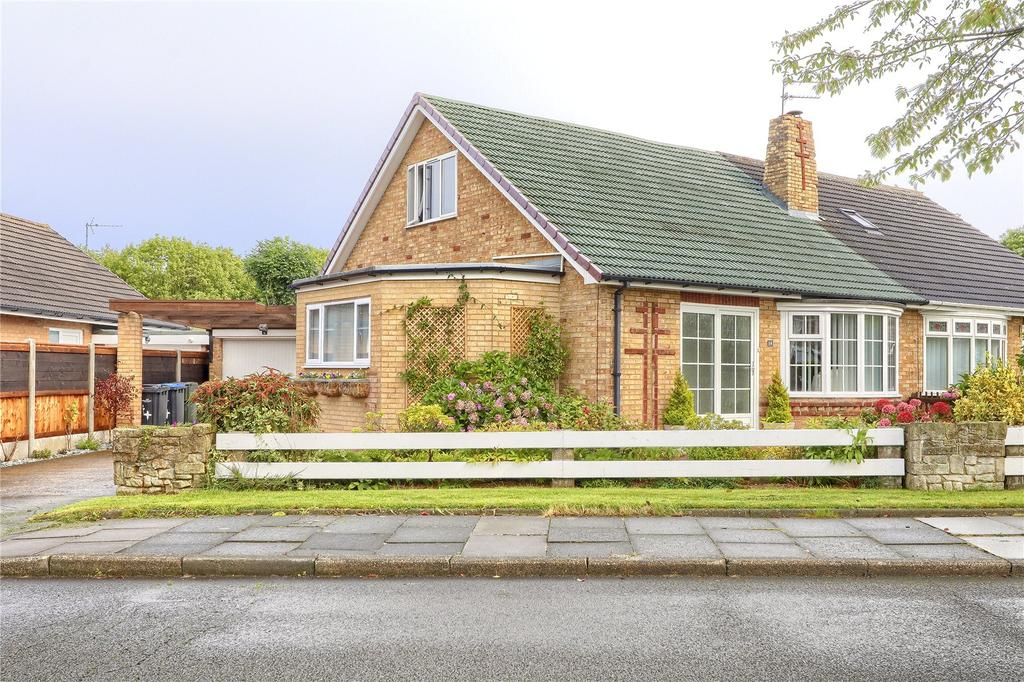 3 Bedrooms Semi Detached Bungalow for sale in Fawcett Avenue, Stainton
