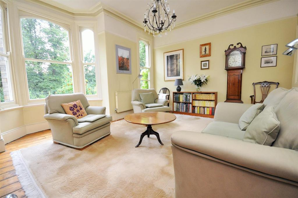 4 Bedrooms Terraced House for sale in Grosvenor Terrace, Bootham, York, YO30 7AG