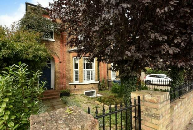 4 Bedrooms Apartment Flat for sale in Clarence Road, Windsor