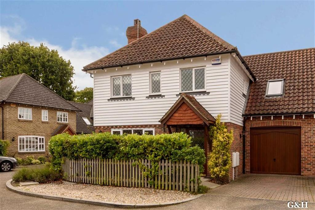 5 Bedrooms Semi Detached House for sale in Brisley Court, Ashford, Kent