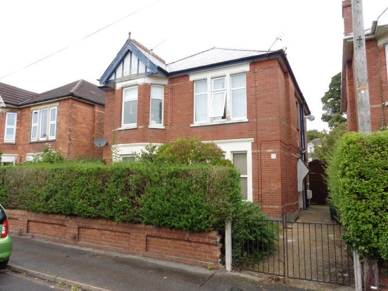 2 Bedrooms Flat for sale in Chatsworth Road, Charminster, Bournemouth