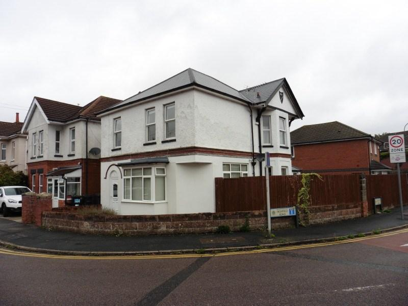 3 Bedrooms Detached House for sale in Highfield Road, Moordown, Bournemouth
