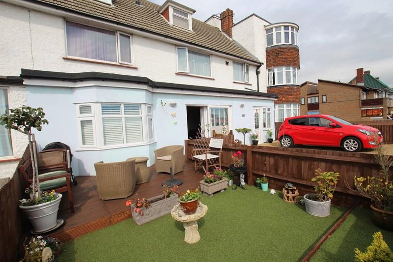 2 Bedrooms Flat for sale in Princes Esplanade, Walton On The Naze