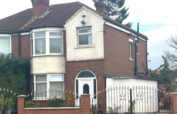 3 Bedrooms Semi Detached House for sale in Lawrence Road LS8