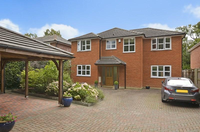 5 Bedrooms Detached House for sale in Riverside Road, West Moors, Ferndown