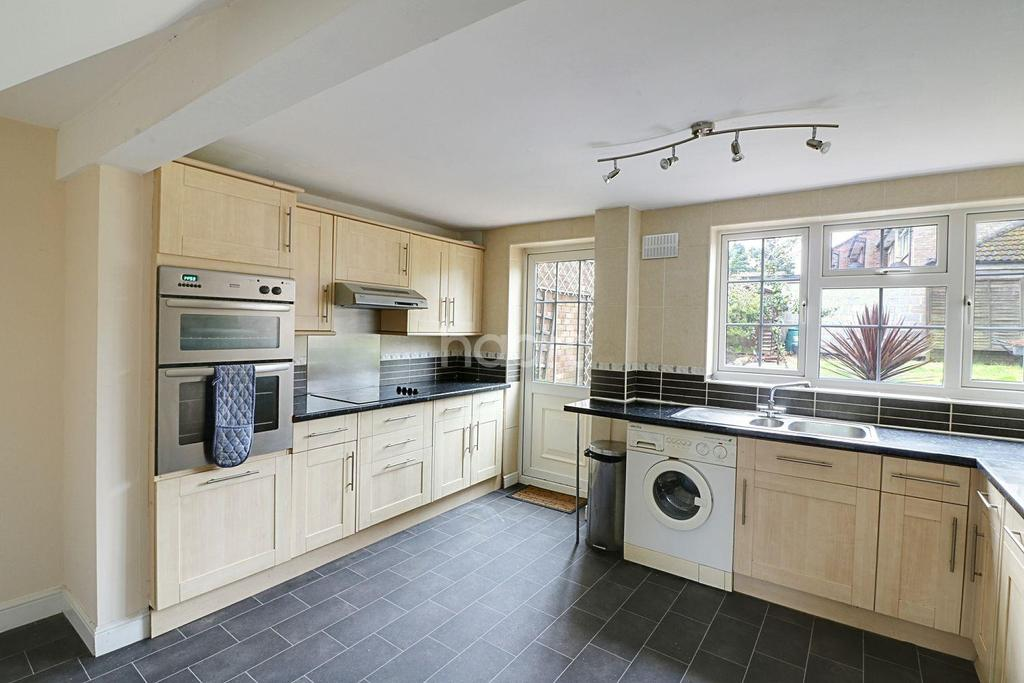 3 Bedrooms End Of Terrace House for sale in Littledale Close, Bracknell