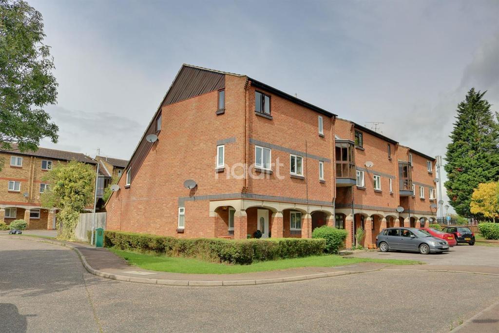 2 Bedrooms Flat for sale in Calvert Drive, Basildon