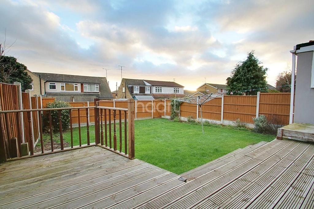 3 Bedrooms Semi Detached House for sale in Russet Way, Hockley