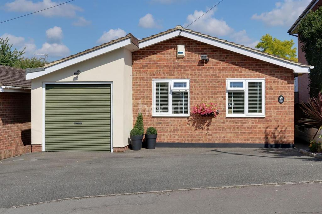 3 Bedrooms Bungalow for sale in South Avenue, Hullbridge