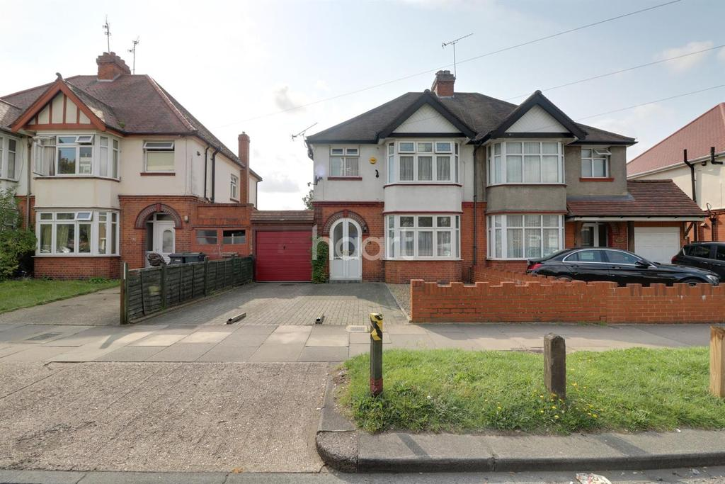 3 Bedrooms Semi Detached House for sale in Lewsey Road, LU4