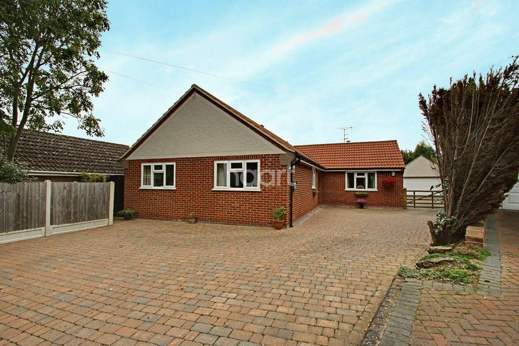 3 Bedrooms Bungalow for sale in Tudwick Road, Tiptree, CO5