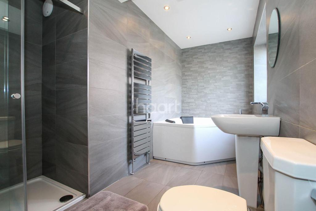 3 Bedrooms Semi Detached House for sale in Burgundy Croft
