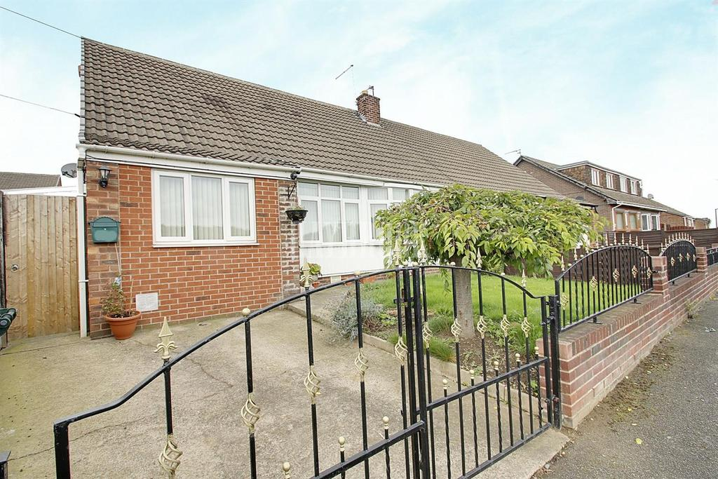 3 Bedrooms Bungalow for sale in Pontefract Road,Lundwood