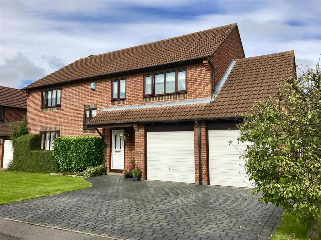 5 Bedrooms Detached House for sale in St. Nicholas Gardens, Yarm