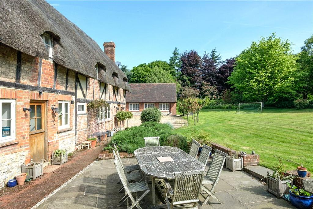 5 Bedrooms Detached House for sale in Hartley Mauditt, Alton, Hampshire, GU34
