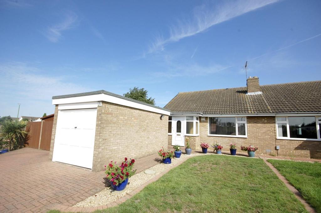 2 Bedrooms Semi Detached Bungalow for sale in Trent Close, Stevenage