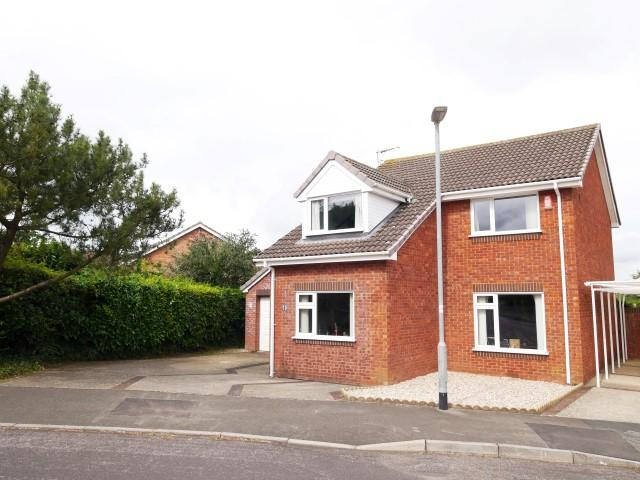4 Bedrooms Detached House for sale in Oakfield Park, Wellington TA21