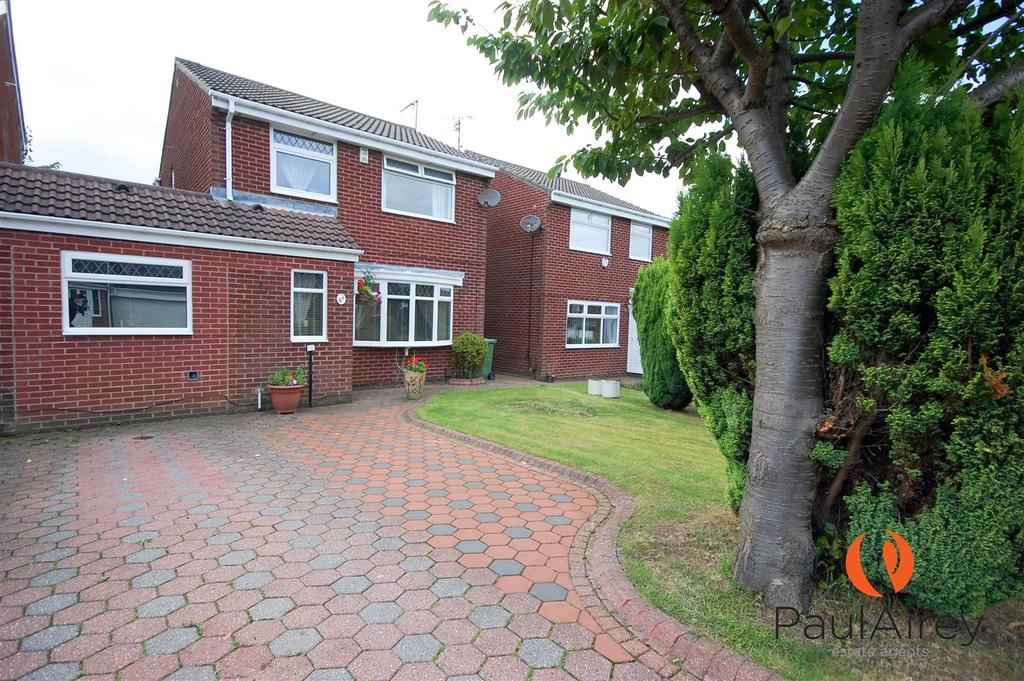 3 Bedrooms Detached House for sale in Abbotsfield Close, Chapelgarth, Sunderland