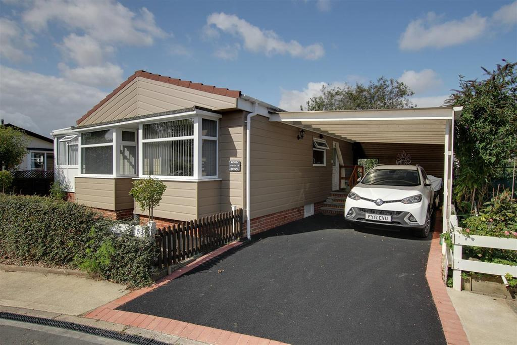 2 Bedrooms Park Home Mobile Home for sale in 51 Seahaven Springs, Mablethorpe