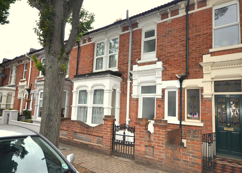 3 Bedrooms Terraced House for sale in Essex Road, Southsea
