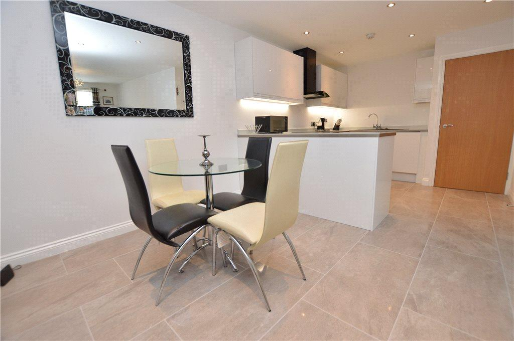 2 Bedrooms Apartment Flat for sale in Ash Court, Leeds, West Yorkshire