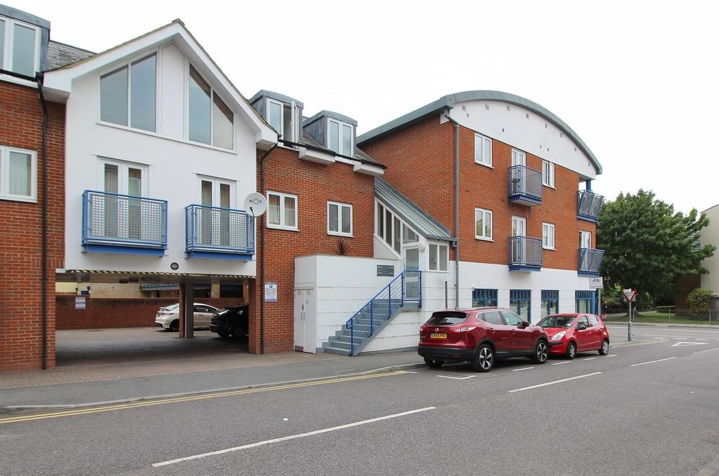 2 Bedrooms Apartment Flat for sale in The Phoenix, New Street, Chelmsford, Essex, CM1