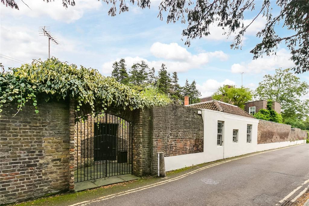 3 Bedrooms Detached House for sale in River Lane, Richmond, Surrey